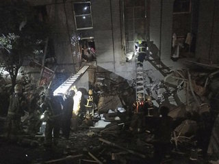 Strong quake hits Taiwan, 120 rescued