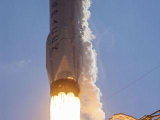 SpaceX launches 10 satellites into orbit