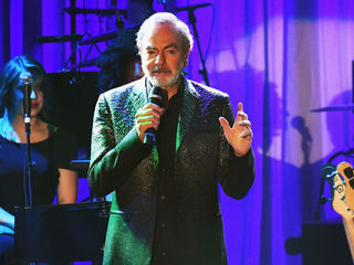 Neil Diamond retires from touring