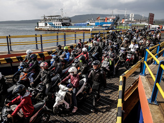 Ferry sinks in Indonesia, up to 192 dead